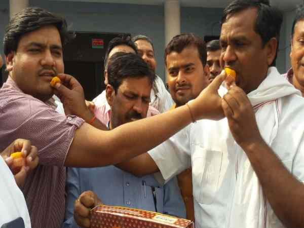 Harsha Firing of SP workers on Gorakhpur-Fulpur by-election victory