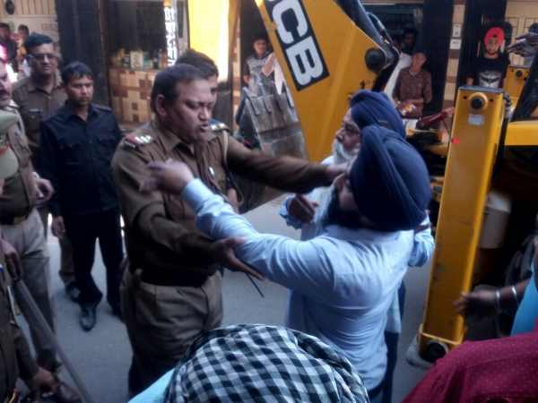 Police and business leader fight in Bareilly