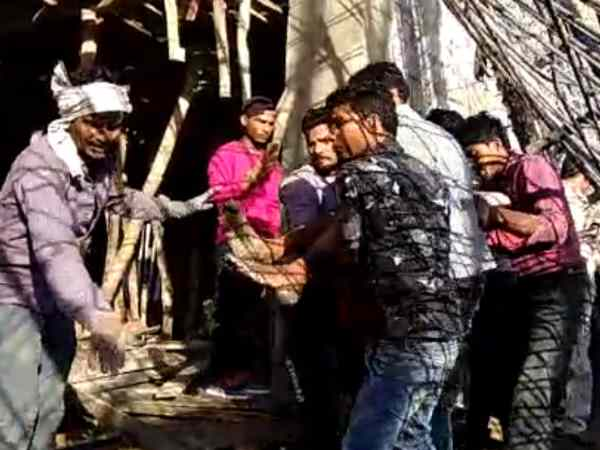 labourers trapped after ceiling of an under construction building falls in Bulandshahr