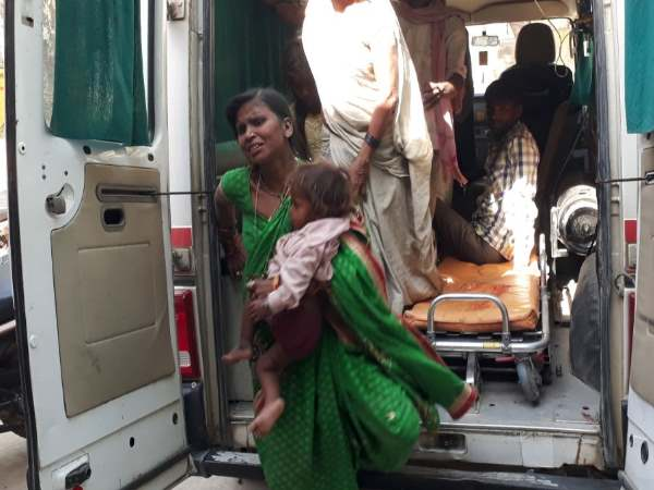 lakhimpur khiri road accident 4 died including 2 children