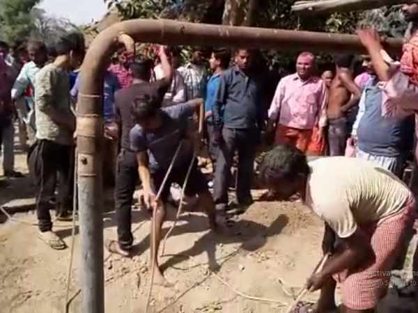 Two brothers died in 25 feet deep borewell in mathura
