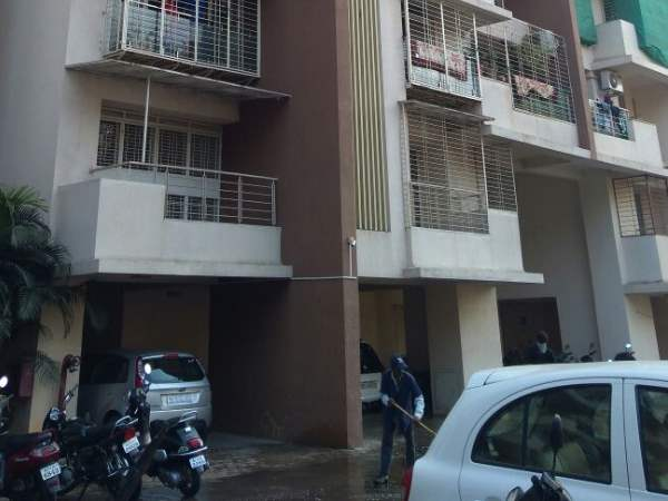 girl child died after collapse from 9th floor in pune