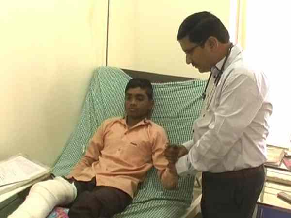 student gave exam even after accident in pune