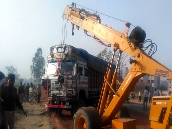 Two truck accident in Etah, two killed in accident