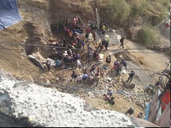 shimla 2 labours died during making home