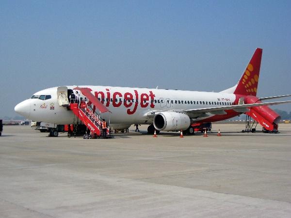 छोटी सी भूल की वजह से पायलट ने रनवे से वापस लिया विमान, थमी लोगों की धड़कनें