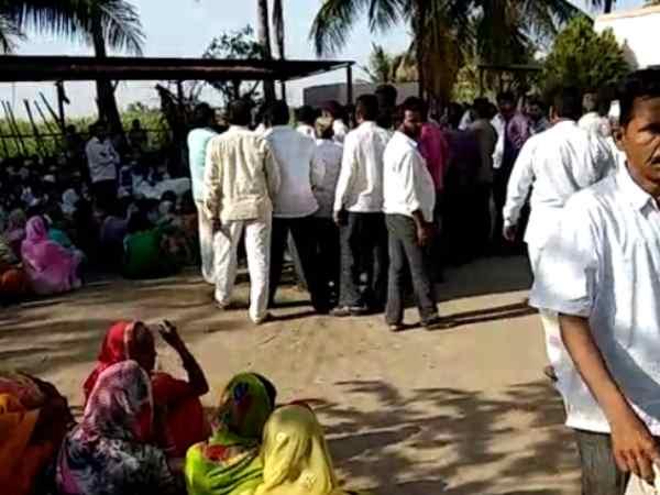किसान ने सुसाइड नोट में महाराष्ट्र के मंत्रियों और सरकार को बताया जिम्मेदार