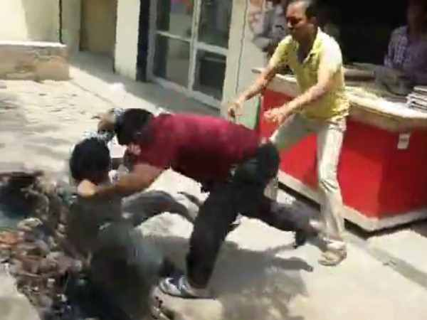 Video of two shopkeepers fight in Mathura