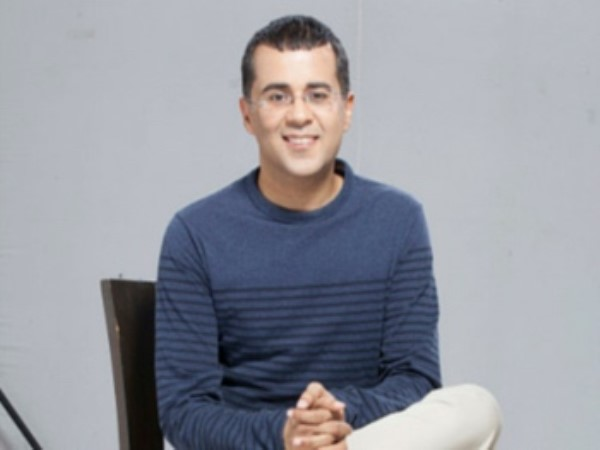 chetan bhagat tweets for joining congress party plan april fool day
