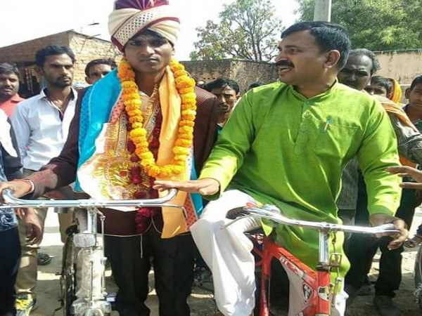 allahabad bridegroom reached to marry from cycle