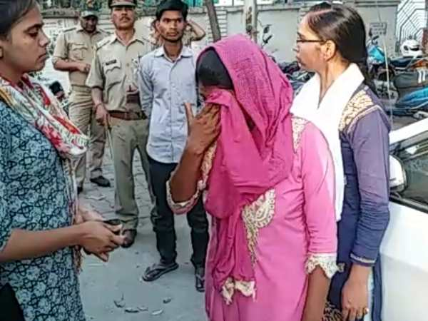 barabanki woman reached to commit suicide in front of cm yogi house in lucknow