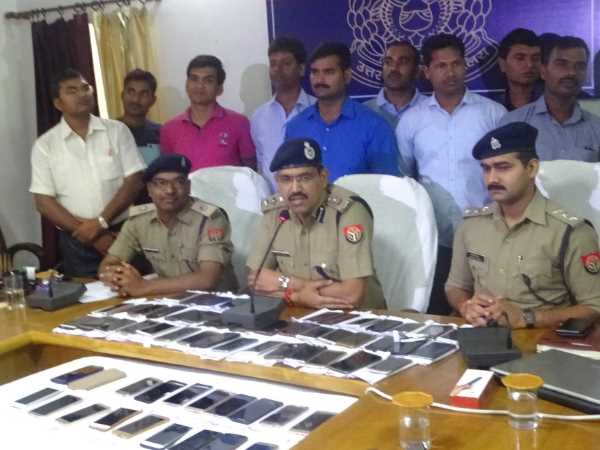 Police returned theft mobiles to real owners in Varanasi