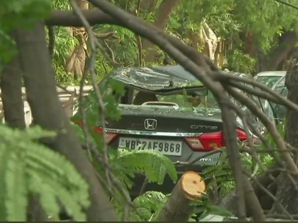 पश्चिम बंगाल: आंधी-तूफान से 10 की मौत, कई घायल, 98 किमी/घंटे की रफ्तार से चली हवाएं