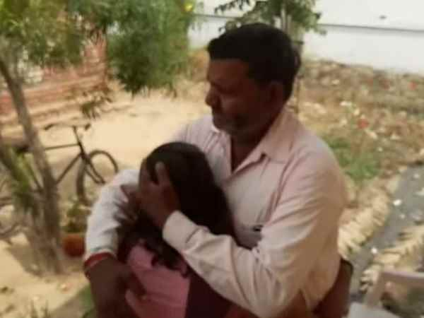 Girl student said about bad manner of warden in Kasturba school