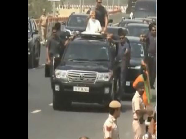 Video: Women came infront of PM Modi SUV during Meerut Delhi Expressway inauguration