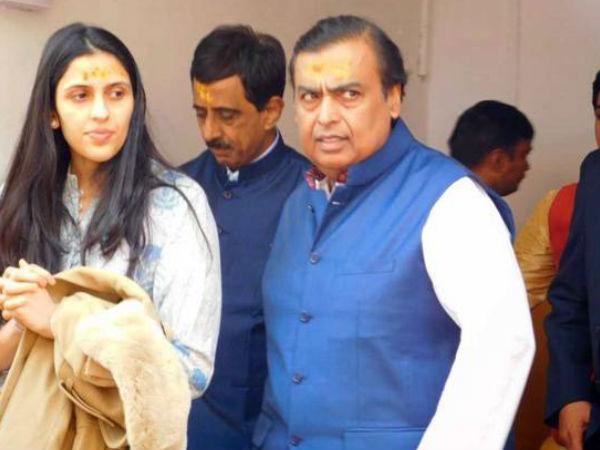बेटे आकाश और होने वाली बहू श्लोका के साथ बद्रीनाथ पहुंचे मुकेश अंबानी