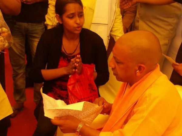 girl asks for help from CM Yogi Aditiyanath