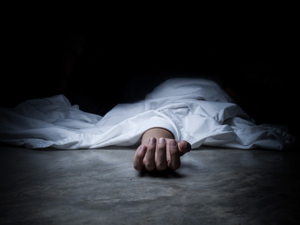 man in kolkata lived with mother dead body for 18 days as he waits for auspicious moment to bury her