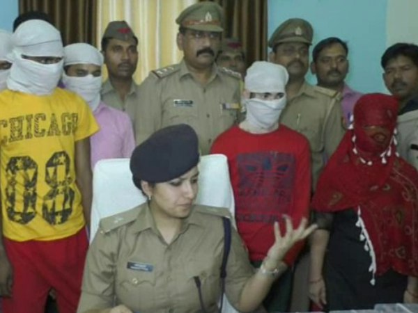A thief caught with wife in Kanpur