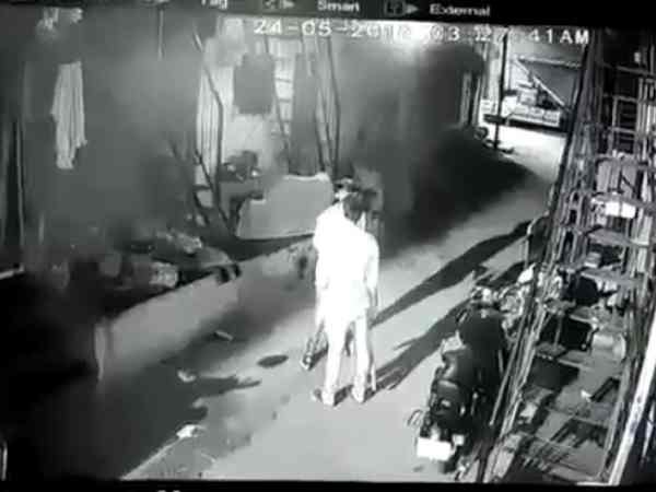 Crooks fired a house of woman in Pune, incident caught on CCTV