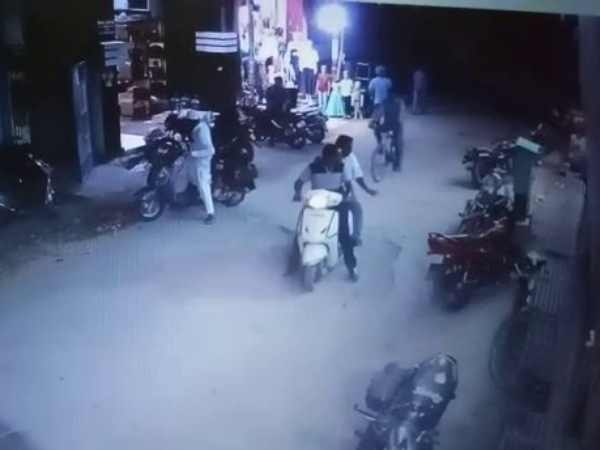 Engineer theft bikes in Varanasi, CCTV footage