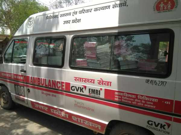 Ambulance carrying stationary in Mathura caught on camera