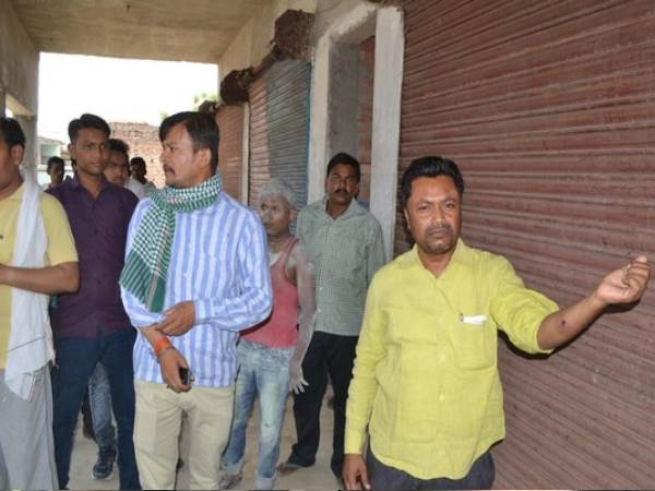allahabad goons thrown back to back 11 bomb on 2 contractor