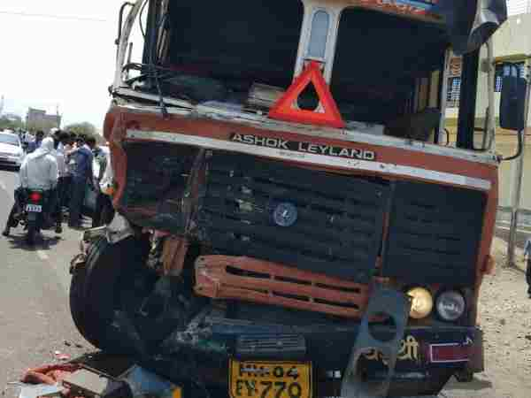Eight killed when truck and tempo collided in Maharashtra