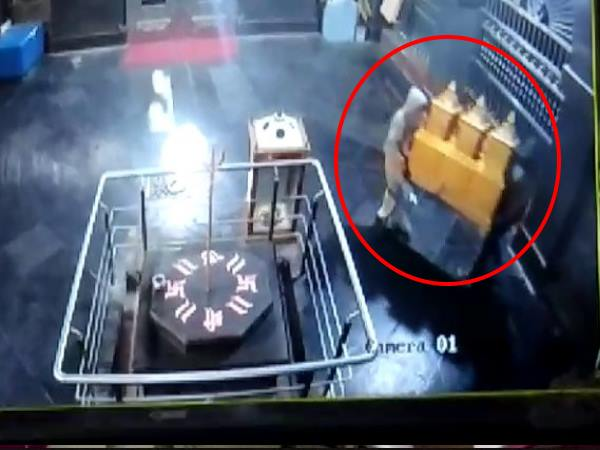 ambegaon thieves stole the donation box from temple in pune