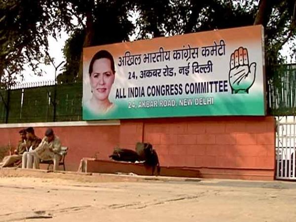 Image result for दिल्ली चुनावः नियमों की धज्जियां उड़ा रहीं पार्टियों