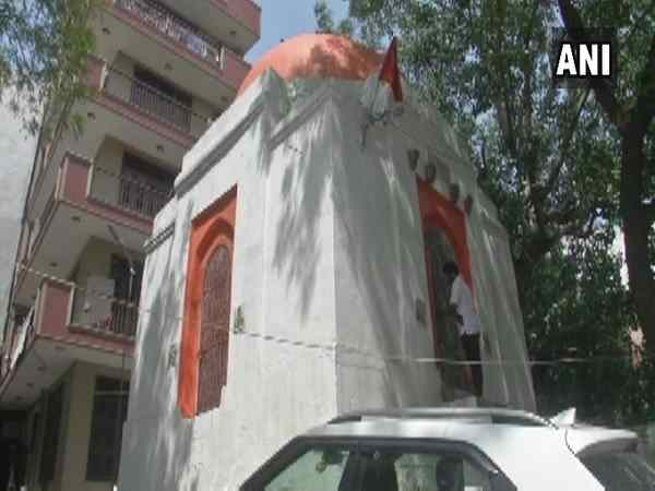 650 years old tomb converted into temple delhi government to take action against villagers.