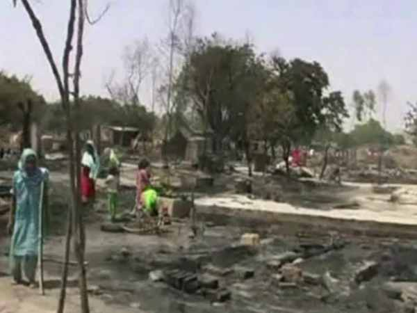 A husband burnt many housed in a village in Farrukhabad