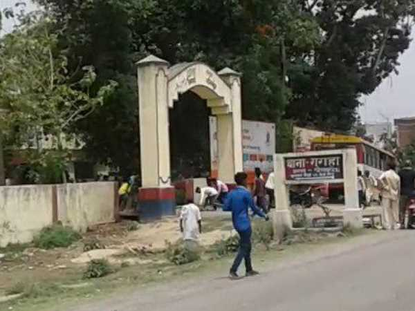 Villagers did stone pelting at police station in Gorakhpur