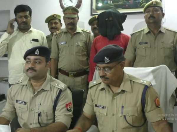 Gorakhpur Police Arrested For Informing In Carbine