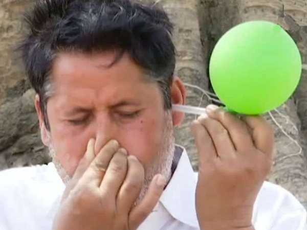 sonbhadra talented man who blows the ballon from his ears