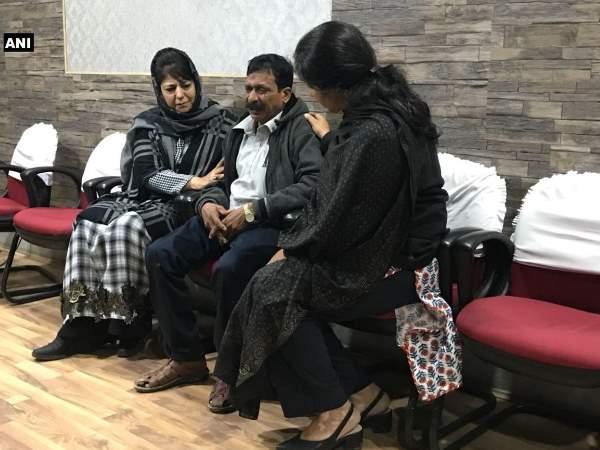 Image result for कश्मीर में पत्थरबाजी का शिकार हुए टूरिस्ट की मौत