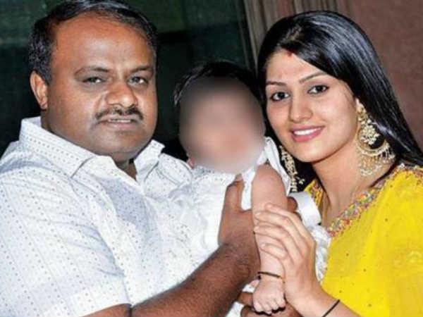 कुमारस्वामी ने कन्नड़ एक्ट्रेस राधिका से की थी दूसरी शादी
