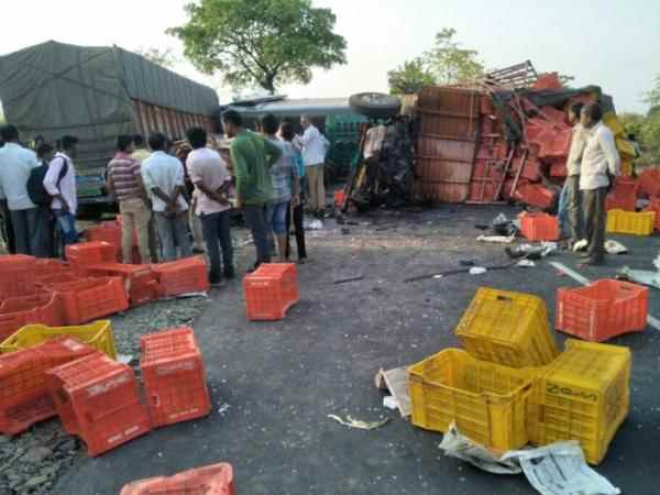 Five killed after bus and truck collide in Maharashtra