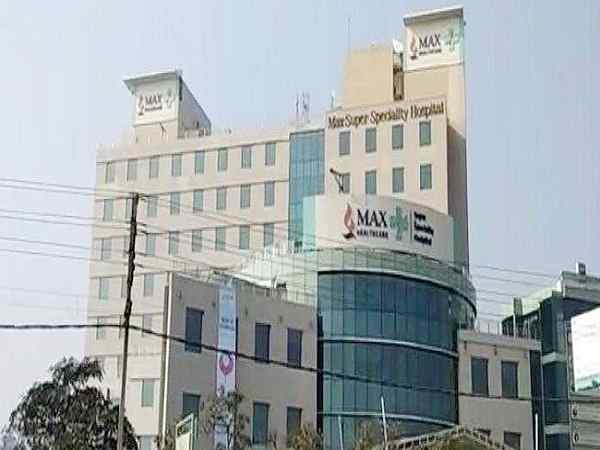 delhi medical council gives clean chit to max hospital doctors in baby death case.