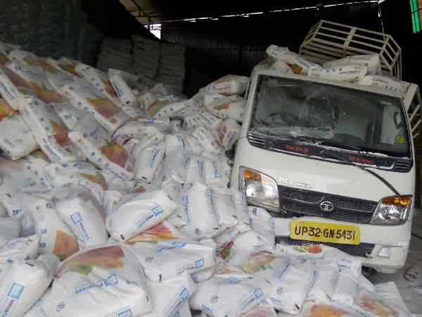 Two died with sacks of cements fell in Lucknow