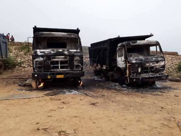 Naxals give 12 vehicles for fire in Munger