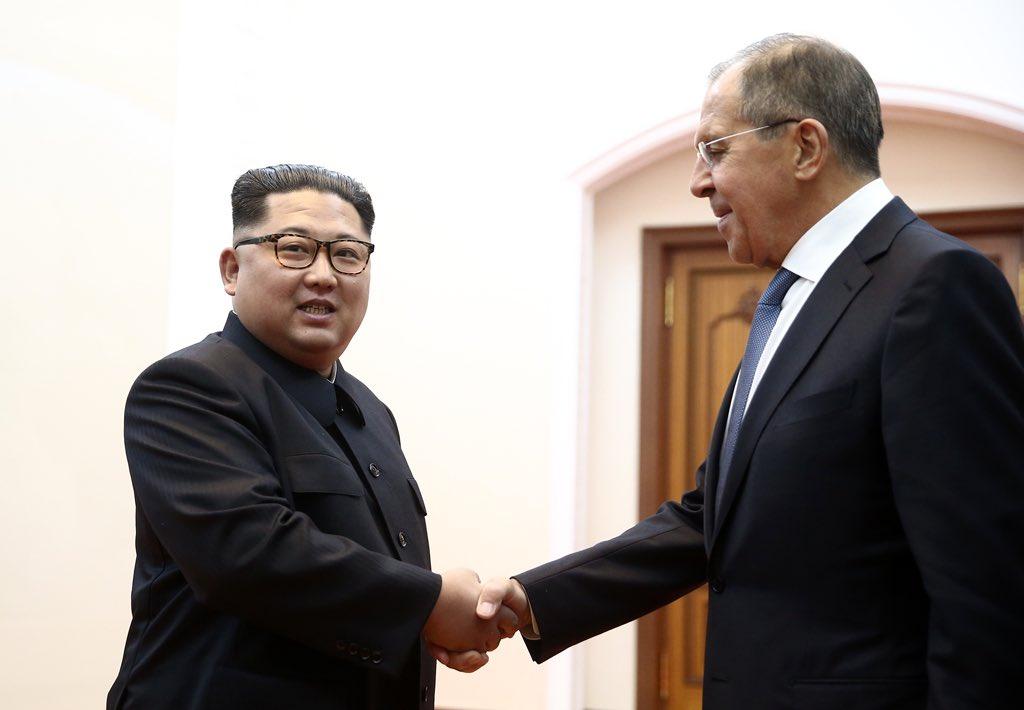 नॉर्थ कोरिया में किम जोंग से मिलने पहुंचे रूस के विदेश मंत्री लावरोव, दिया मॉस्को आने का न्यौता
