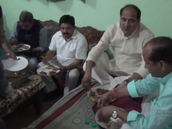 up minister suresh rana visits dalits house