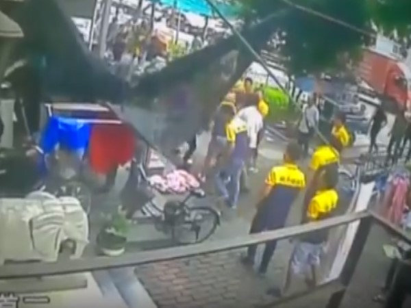 chine video Bystanders Grab Bedsheet To Save Boy Falling From Sixth Floor