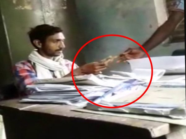 hardoi viral video of in charge of Kisan Kray Kendra receiving a bribe