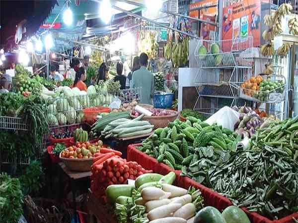 delhi: wholesale vegetable prices down in market, farmers facing problem