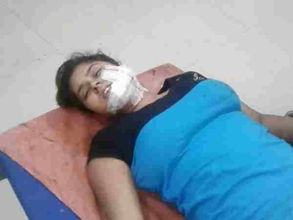Mathura 2 unknown men attacked on a lady returning from beauty parlor