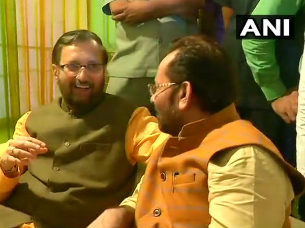 Union Minister Mukhtar Abbas Naqvi hosts an iftar party in Delhi. Union Ministers Prakash Javadekar & Smriti Irani also present.