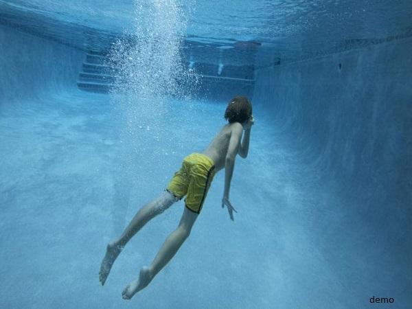 स्वीमिंग पूल में तैराकी सीख रही बच्ची से अश्लील हरकत करने लगा, घटना CCTV में कैद
