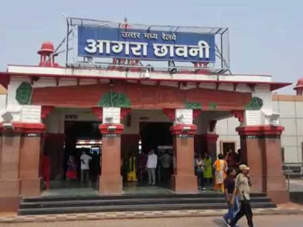 Two dogs were traveling without ticket in Agra railway station